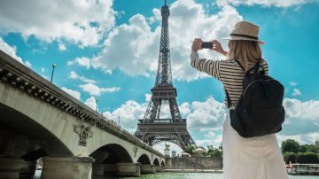 How much does a week in France cost as a tourist?